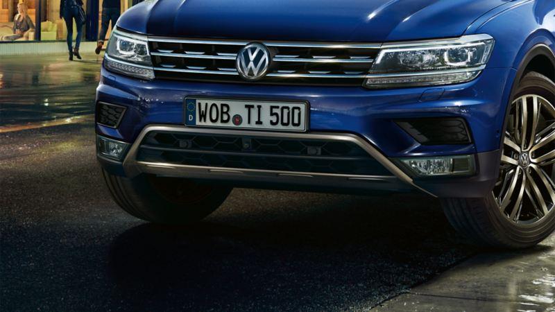 Ansicht vom VW Tiguan mit Unterbodenbeplankung von vorne