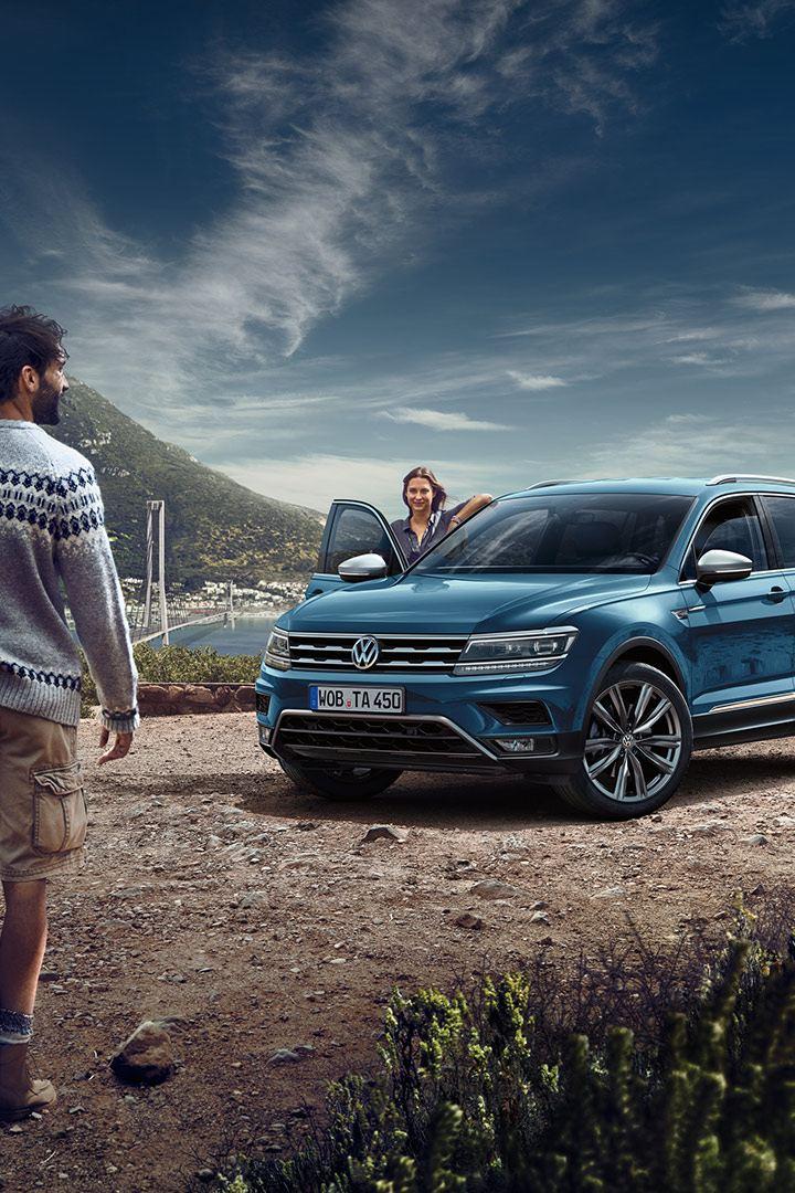 Volkswagen Tiguan Allspace parkert på fjellplatå