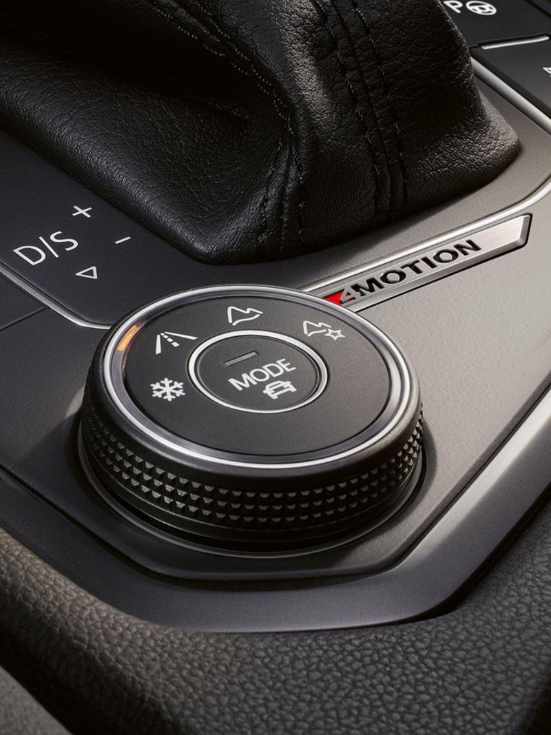 Particolare selettore 4MOTION Active Control a fianco del cambio sul SUV Tiguan