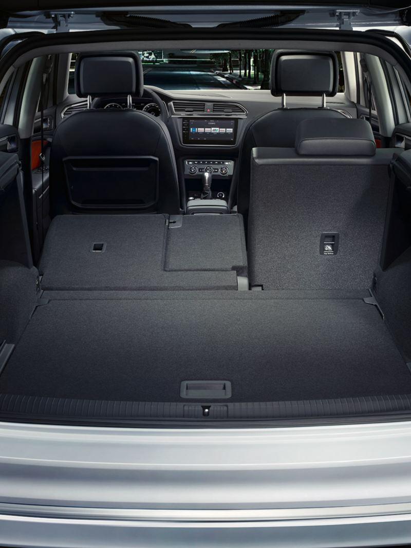 χώρος αποσκευών με αναδιπλούμενα καθίσματα  στο Volkswagen Tiguan
