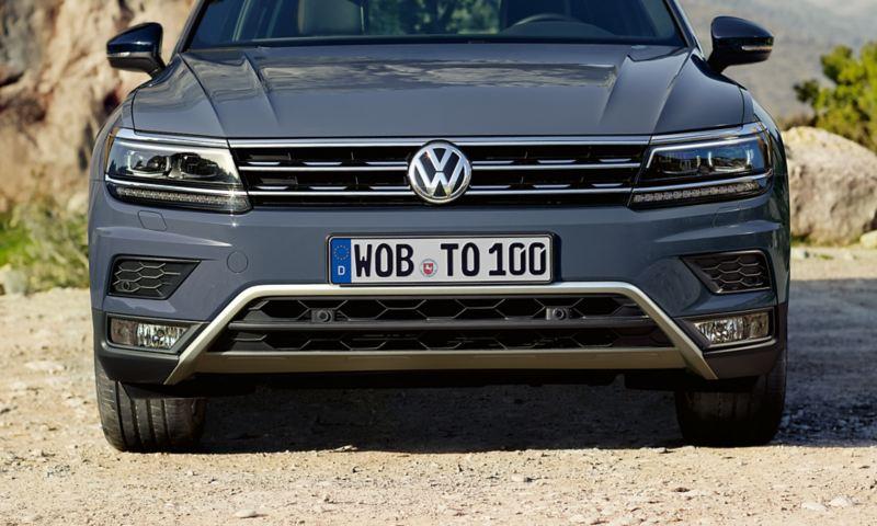 VW Tiguan Offroad przód zderzak, osłona chłodnicy z chromem