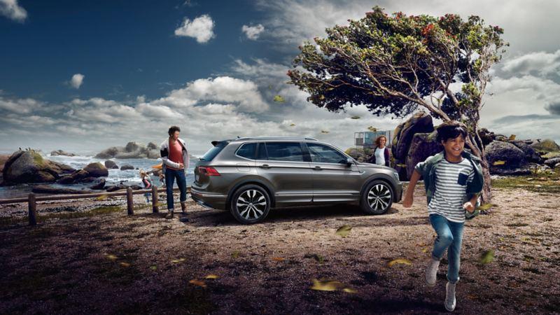 VW Tiguan Allspace – parkeret ved vandet