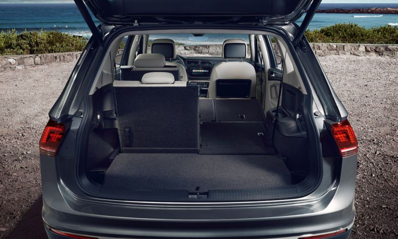 Boot of the VW Tiguan Allspace with open tailgate, the right seats of the second and third row of seats are folded down