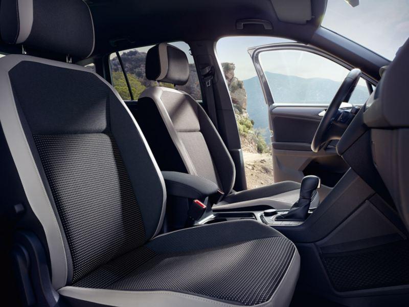 VW Tiguan Offroad przednie siedzenia