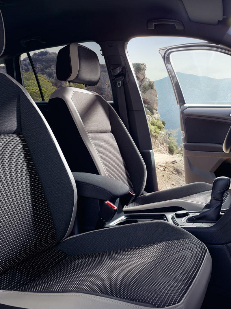 Sièges avant d'une VW Tiguan Offroad.