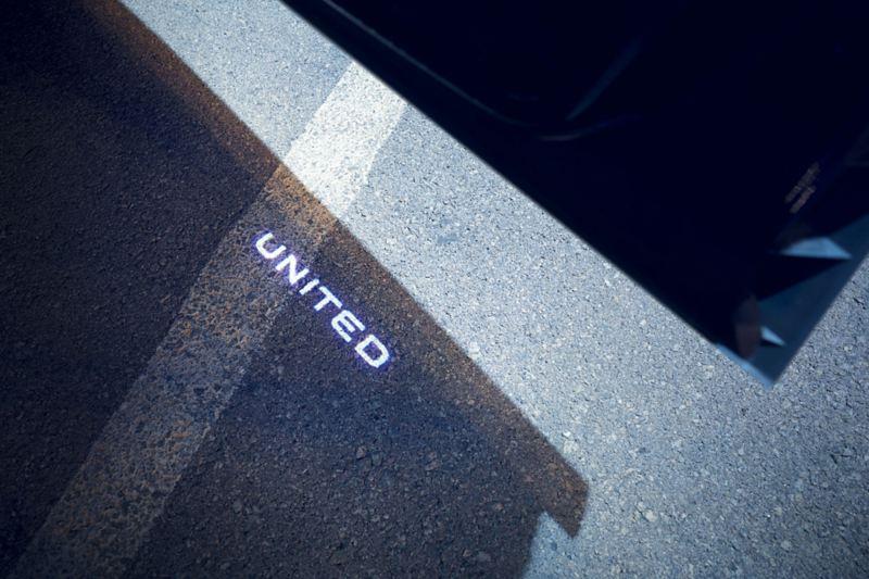 VW UNITED Projektion auf Asphalt