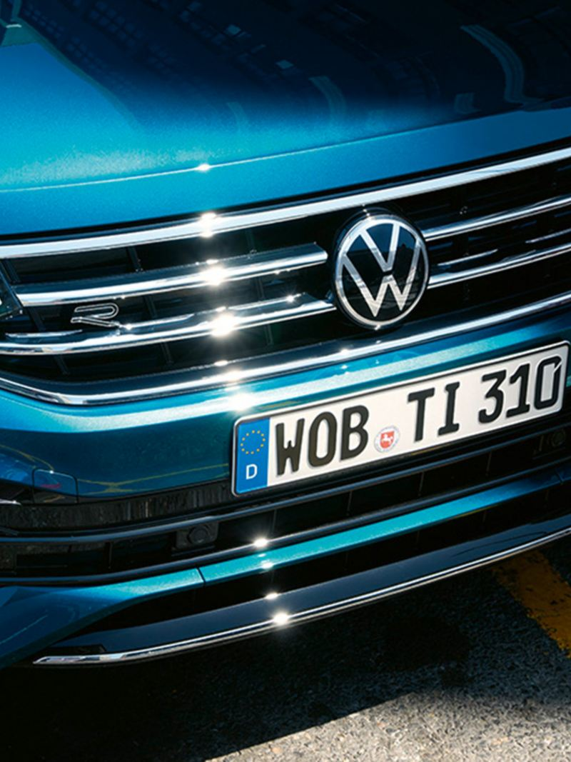 Front of the VW Tiguan with grille and headlights