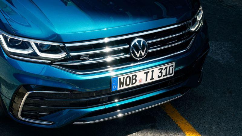 Fronten til VW Volkswagen Tiguan SUV med grill og frontlykter