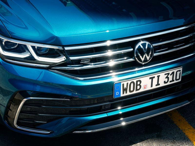Fronten til VW Volkswagen Tiguan SUV med grill og hovedlykter