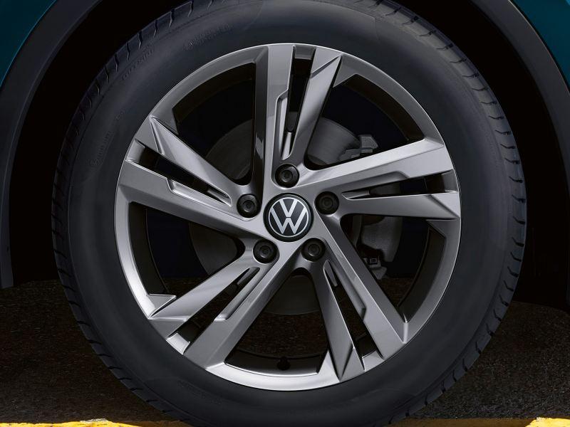 """Particolare cerchi in lega Valencia da 19"""" su ruota di Nuova Tiguan Volkswagen"""