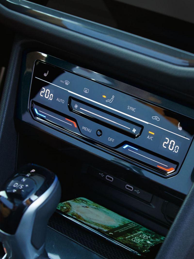 Il climatizzatore con comandi touch a bordo di Nuova Tiguan VW