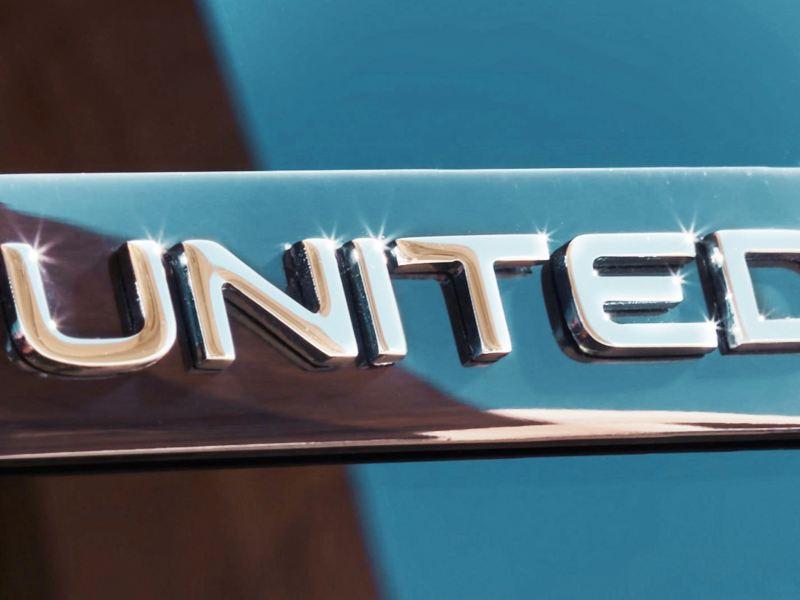 Das UNITED Sondermodell Badge auf der B-Säule des Tiguan UNITED.
