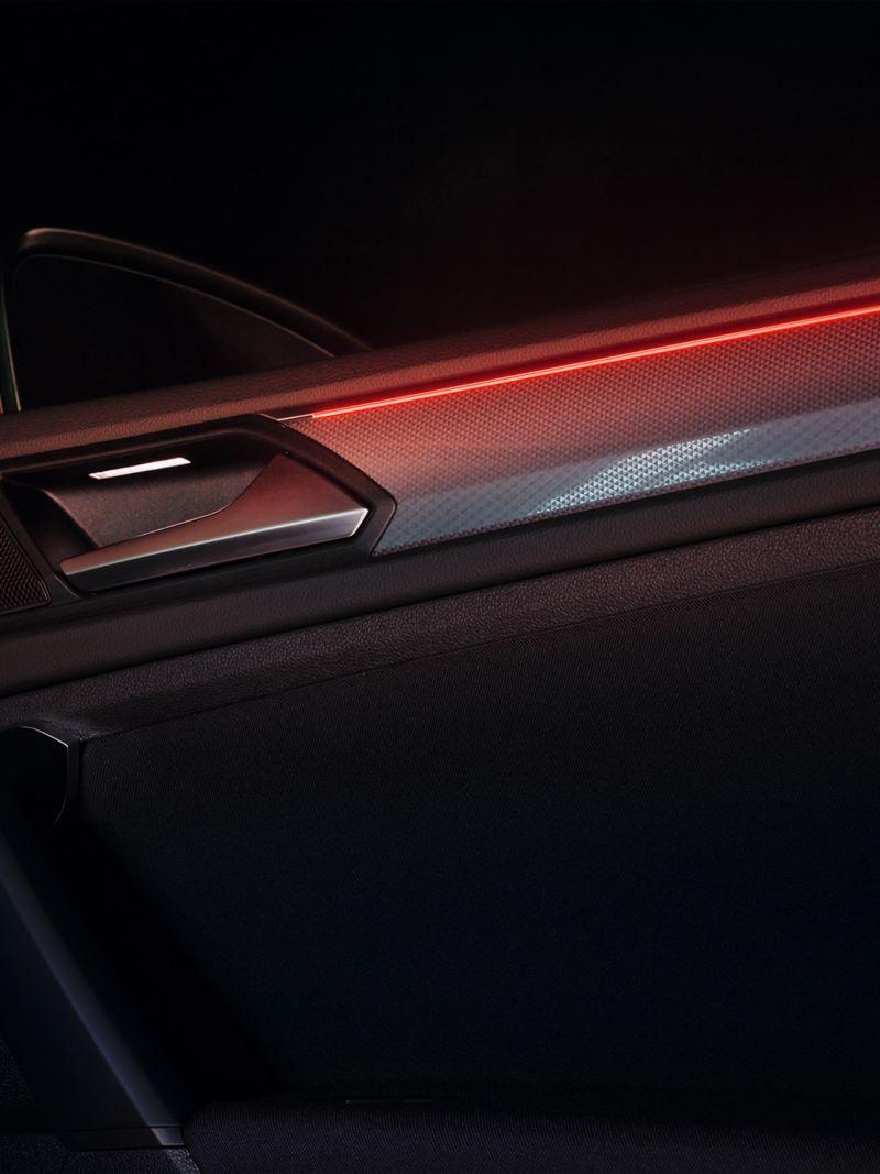 Detail von der ACTIVE Ambientebeleuchtung im VW Tiguan ACTIVE.