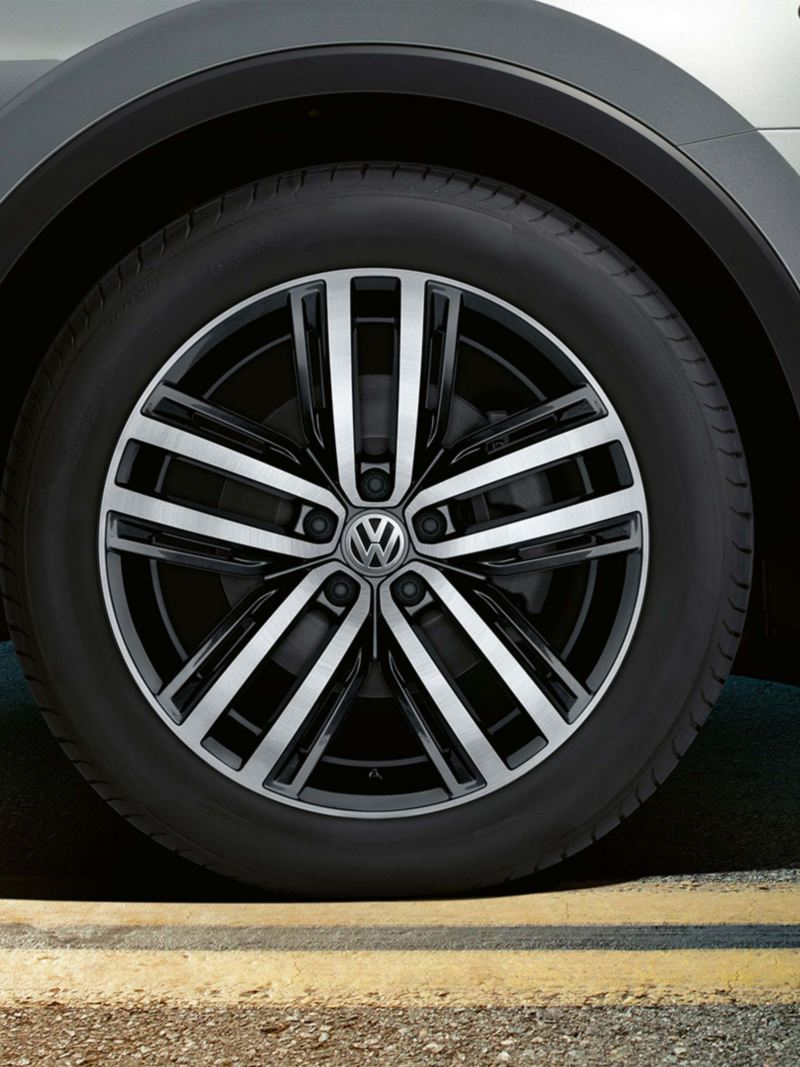19 inch Aukland alloy wheels on the Volkswagen Tiguan