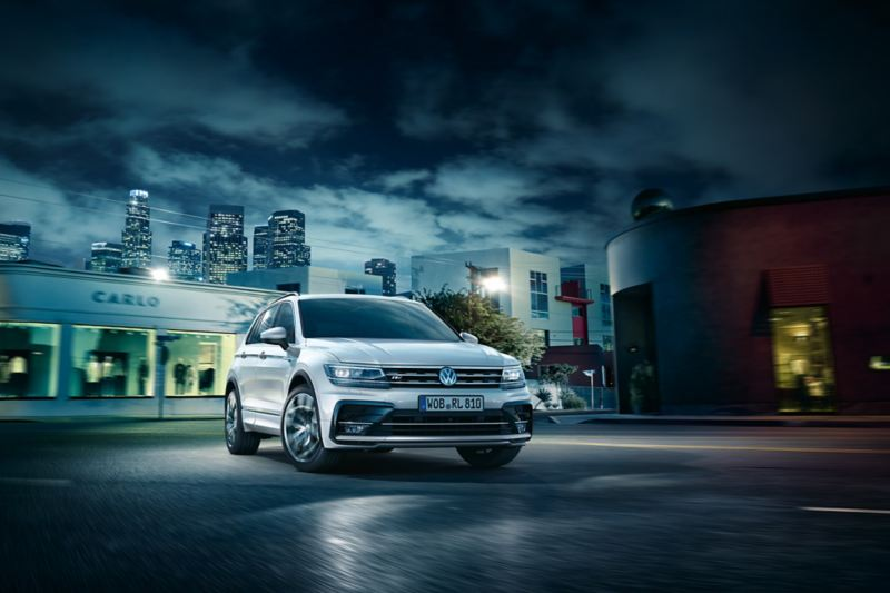 Tiguan R-Line on asphalt in nocturnal city