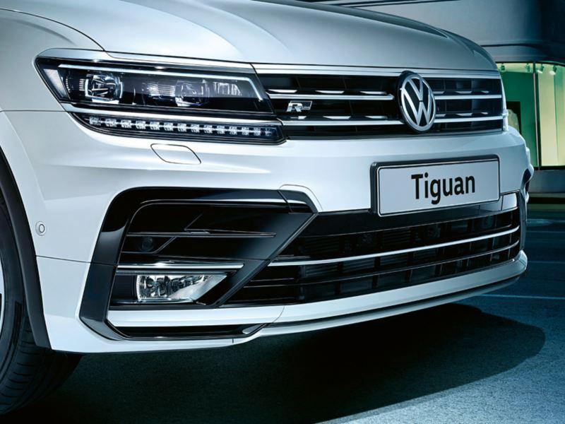 Foto dei gruppi ottici: FULL LED per le luci esterne anteriori. del SUV Tiguan
