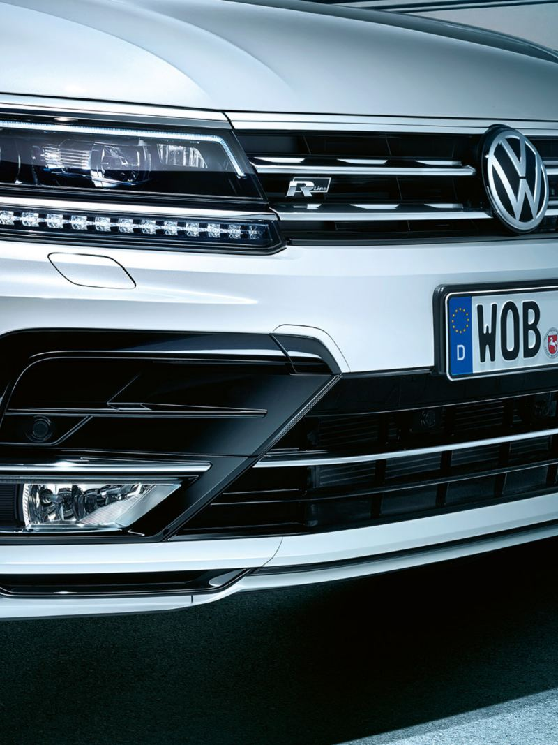Front Tiguan R-Line: headlights and bumpers
