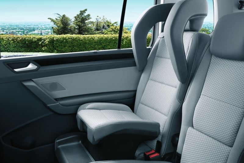 Integrated child seat of the back seat of the VW Touran