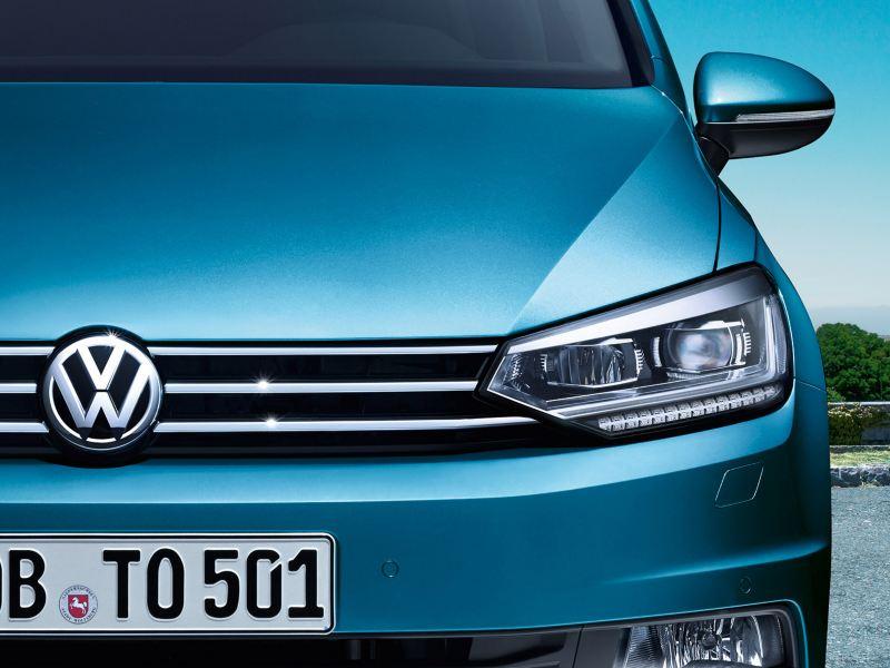 Avant du VW Touran avec phares à LED et feux de jour