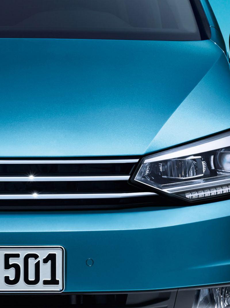 Przód VW Tourana z reflektorami LED i diodowymi światłami dziennymi