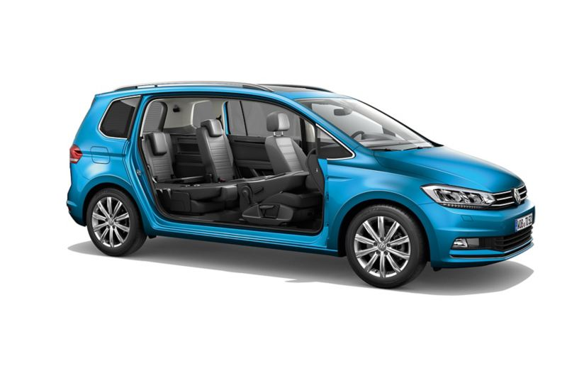 Seitenansicht eines VW Touran ohne Türen mit Blick auf die drei Sitzreihen