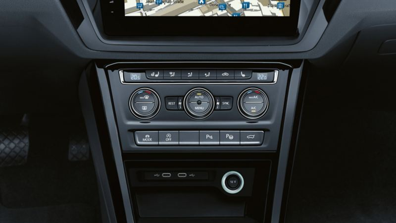 "Control of the ""Air Care Climatronic"" in the front in the VW Touran"