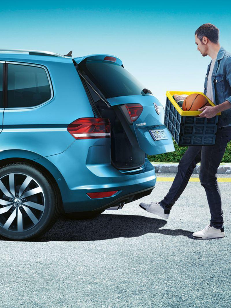 Easy open automatisk bagasjeluke åpner på Volkswagen Touran