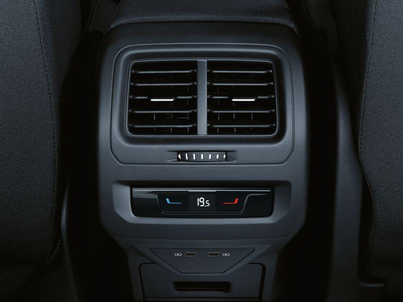"Painel de comando do ""Air Care Climatronic"" nos lugares de trás do VW Touran"