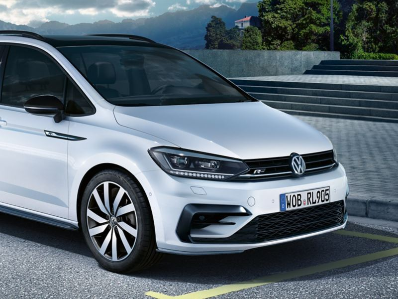 Avant d'un VW Touran avec pack design «Black Style»