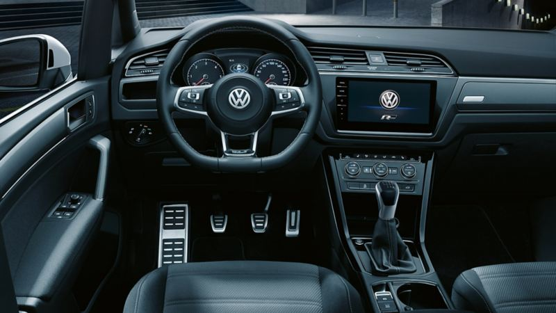"Interior of a VW Touran with R-Line equipment and R-Line logo in infotainment system ""Discover Pro"""