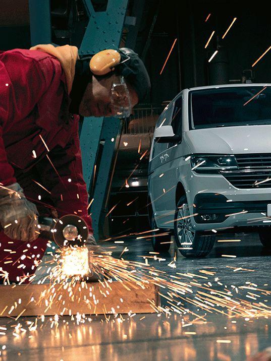 vw Volkswagen Transporter kassebil varebil arbeidsbil boligblokk budbil sveiser sveising metallstrenger lager