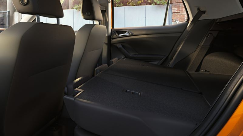 Blick auf umgeklappte Rücksitze des VW T-Cross