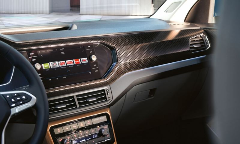 View from rear seat to passenger seat and centre console with infotainment system and decorative inserts