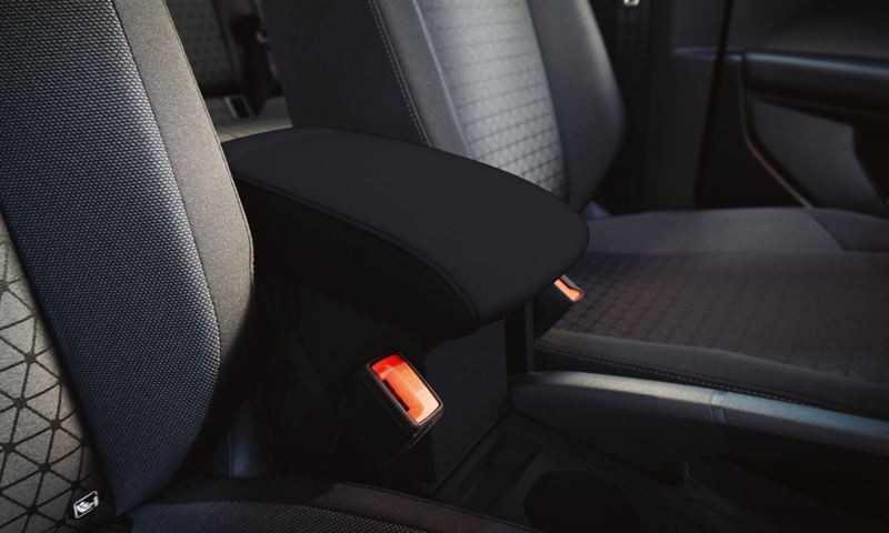 Jumbobox as storage space between the front seats
