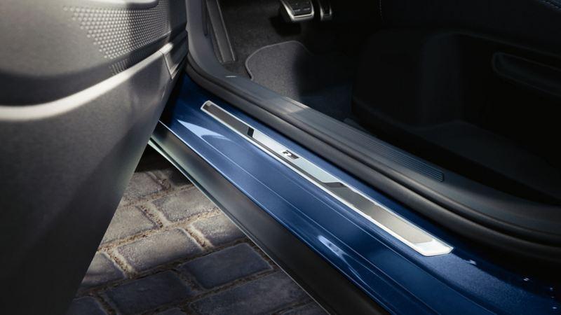 R-Line dekor i døråpningen på Volkswagen T-Cross