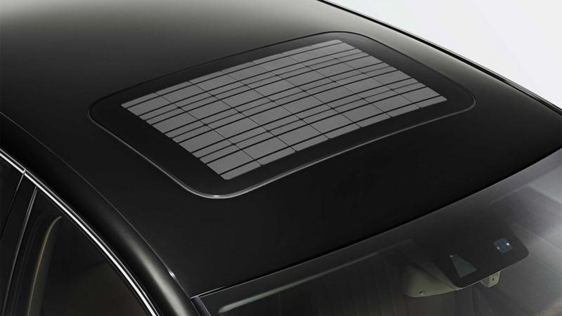 Dach z rozsuwanym/uchylnym dachem solarnym w Volkswagenie, widziany od góry