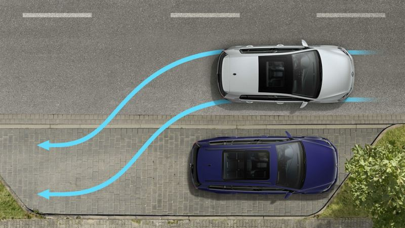 A Volkswagen viewed from above, reverse parking sideways using the 'Park Assist' parking assist system