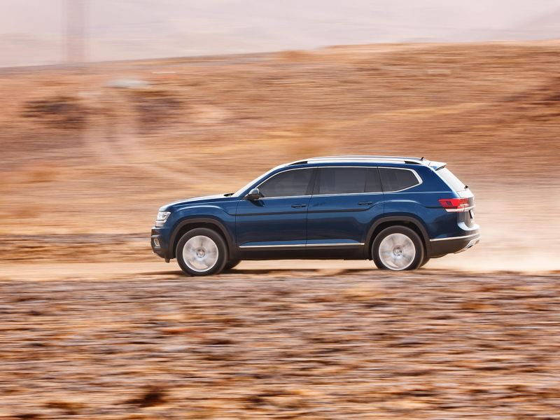 A VW Teramont driving through the desert