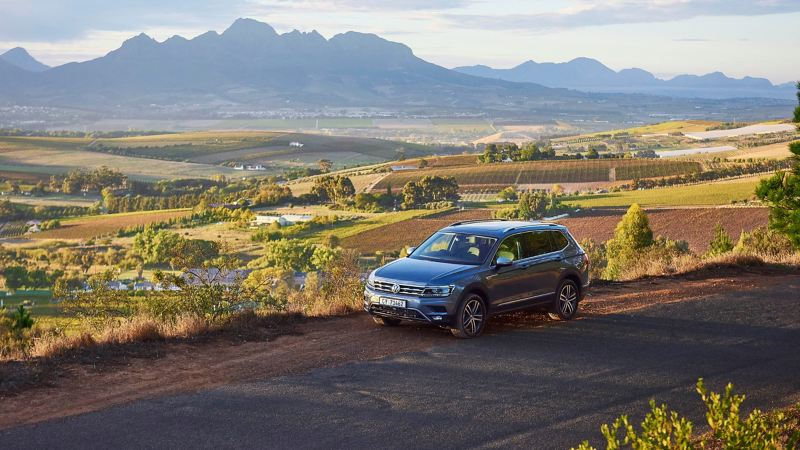 The Tiguan Allspace in front of the mountain panorama of South Africa