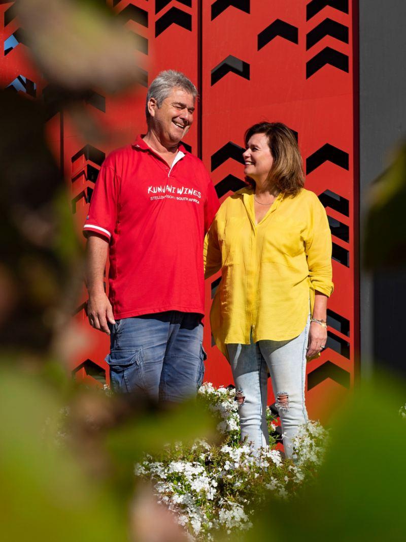 Pia Watermeyer und Paul  Barth auf ihrem Weingut Kunjani Wines