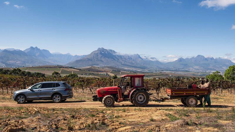 Der Tiguan Allspace vor dem Bergpanorama Südafrikas