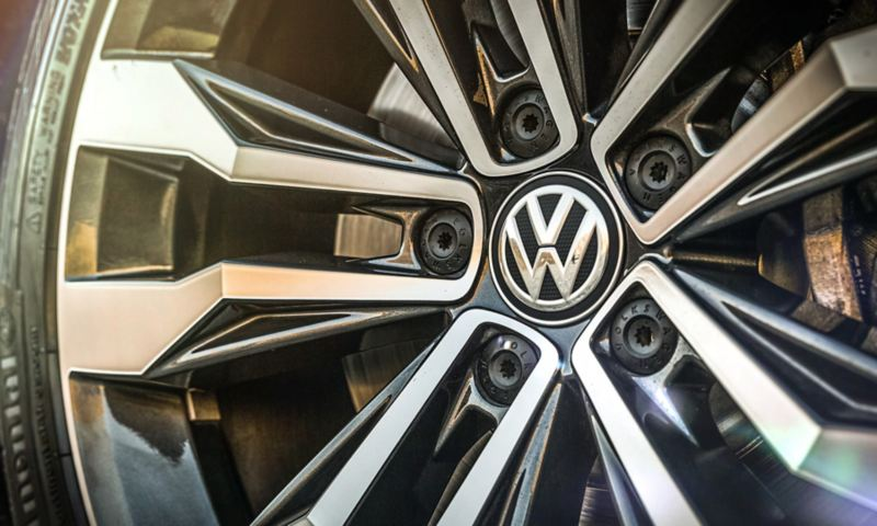 Closeup of the R-Line-specific alloy wheels on the Volkswagen Tiguan