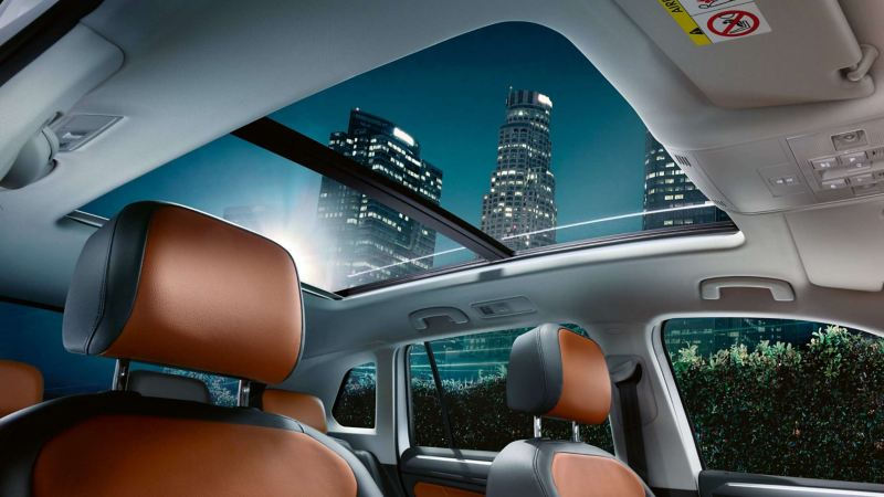 View of a skyscraper through the sunroof of the Volkswagen Tiguan