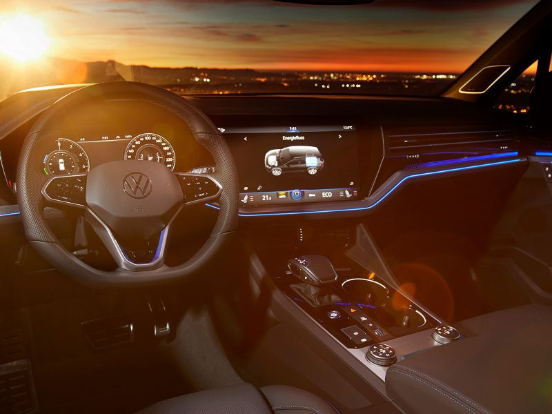 VW Touareg R, Innenansicht Cockpit, Sonnenuntergang