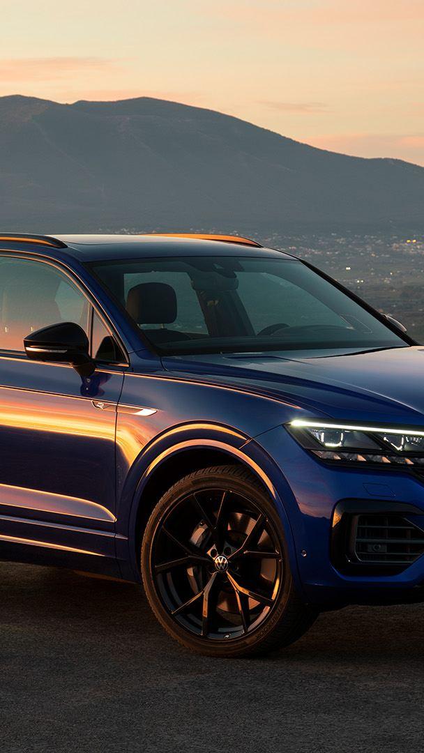 VW Touareg R, Seitenansicht,  in der Natur, Gebirge im Hintergrund