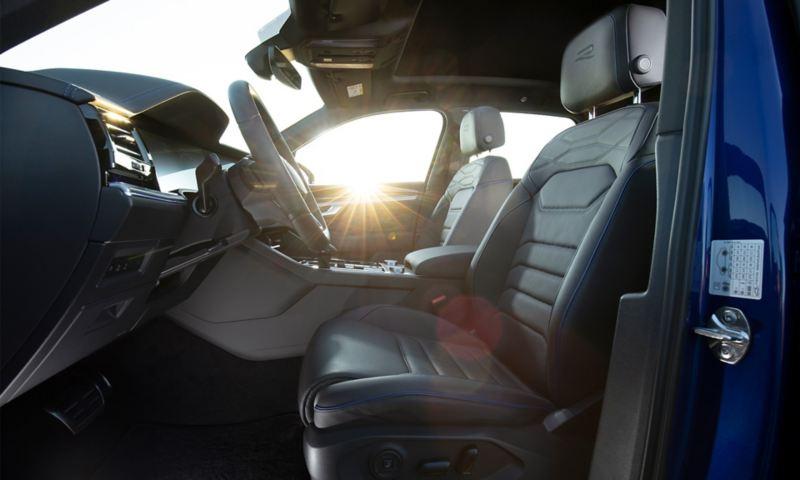 VW Touareg R Front-Sitze, Seitenansicht