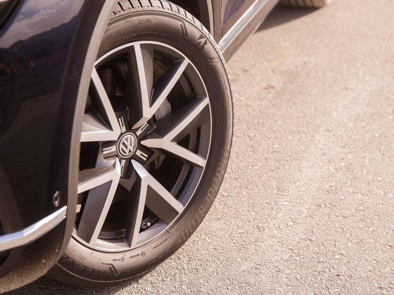 Closeup of the Volkswagen Touareg alloy wheel