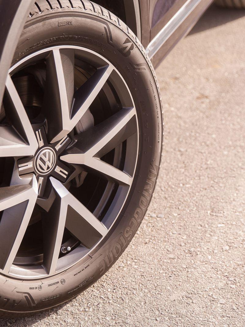 Closeup of the Volkswagen Touareg alloy wheel