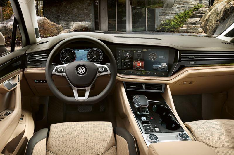 No VW Touareg, dê um passo em frente graças à navegação inteligente.