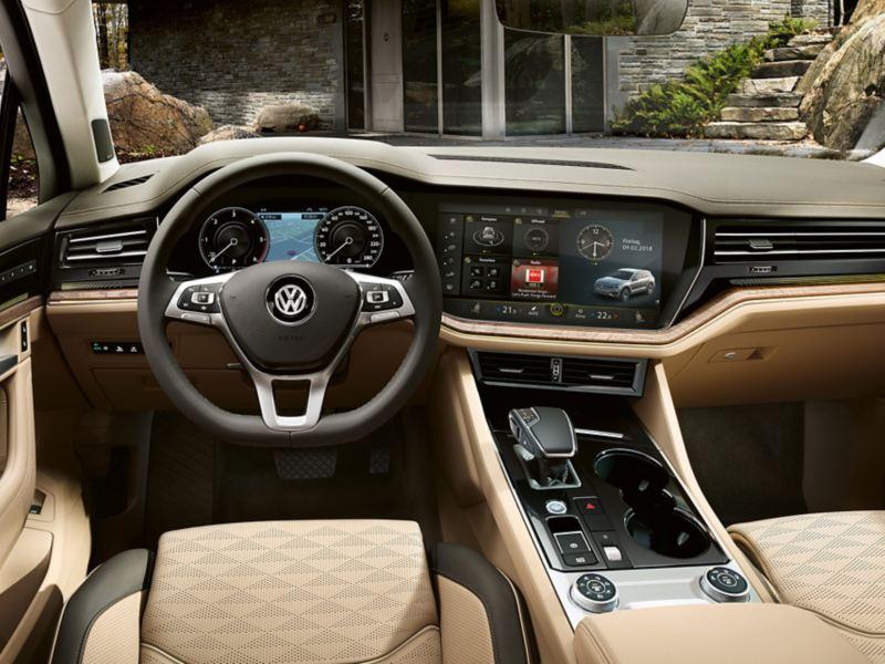 Ayez toujours un temps d'avance à bord du Touareg VW, grâce au système de navigation intelligent.